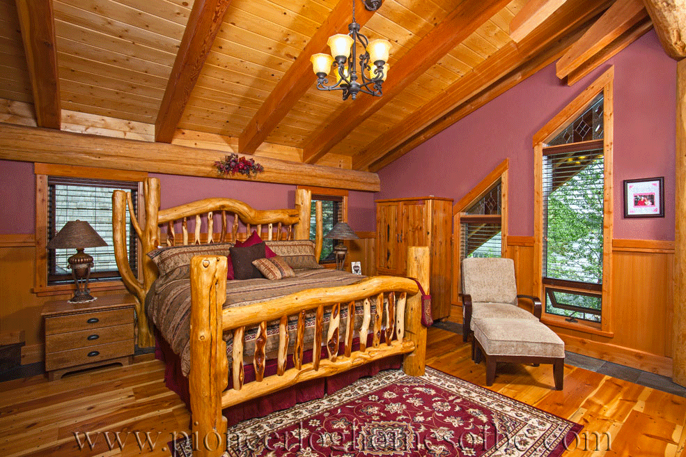 Pioneer-Log-Homes-Midwest-bedrooms-2