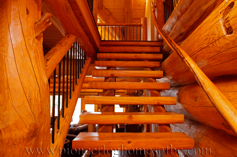 Pioneer-Log-Homes-Midwest-entrances-and-stairs-15