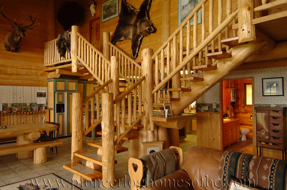 Pioneer-Log-Homes-Midwest-entrances-and-stairs-16